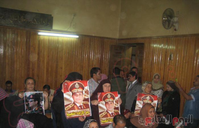 تنظيم وقفة احتجاجية ضد الإخوان أمام مجمع المحاكم بالمنصورة