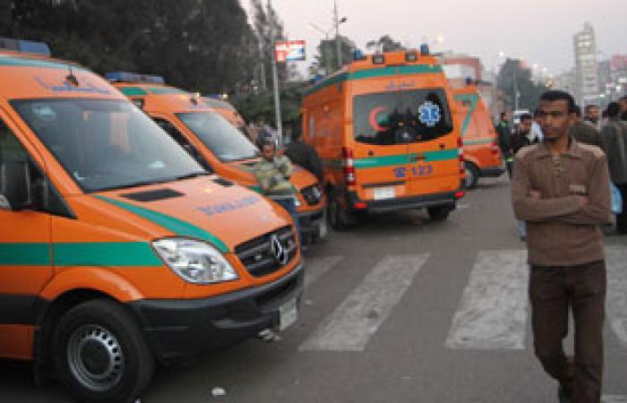 طوارئ بصحة السويس وانتشار سيارات الإسعاف بالقرب من المظاهرات