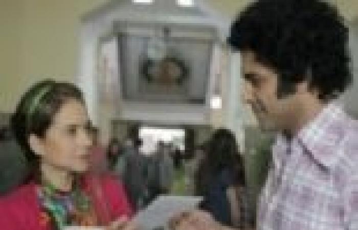 """الحلقة (15) من """"ذات"""": ذات تسافر للإسكندرية بعد مشادة مع زوجها وتلتقي بصفية وعزيز"""