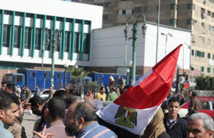 سائقو الأجرة بمنيا القمح ينقلون المتظاهرين لمليونية التفويض بالمجان