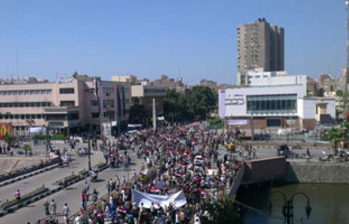 المتظاهرون يواصلون التوافد أمام مبنى محافظة الشرقية لدعم الجيش