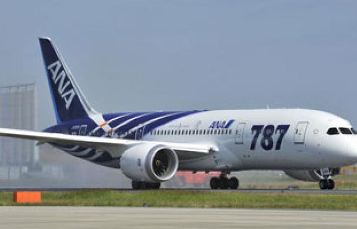 بوينج 787 تابعة للخطوط القطرية جاثمة فى مطار الدوحة