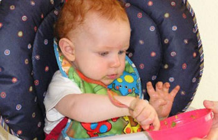 ماذا يأكل طفلك فى عامـه الأول