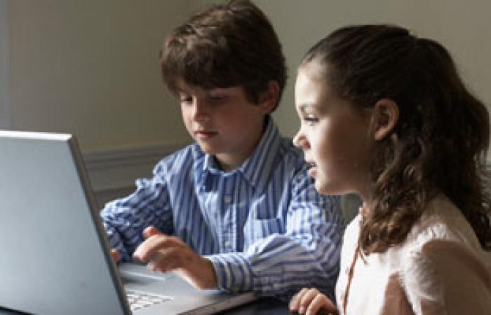 دراسة تحذر من وجود الكمبيوتر فى غرف نوم الأطفال