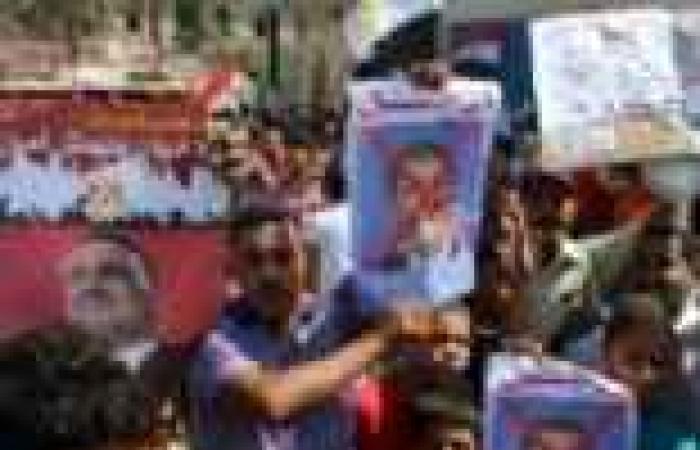"""مظاهرات في ميادين السويس لتفويض الجيش للتصدي للإرهاب.. ومحاكمة شعبية لقيادات """"الإخوان"""""""