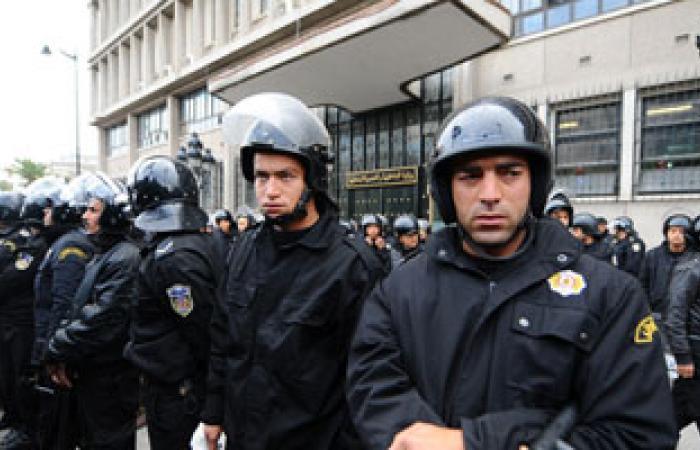 الشرطة التونسية تطلق قنابل الغاز لتفريق محتجين أمام المجلس التأسيسى