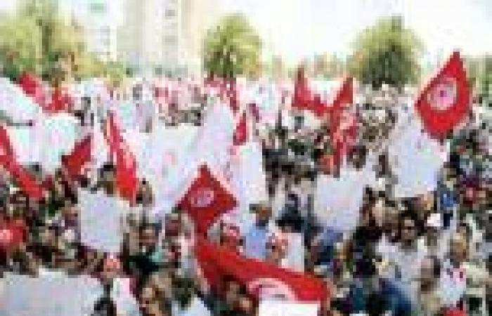 «رويترز»: «اتحاد الشغل» قد يكون عامل الحسم في تونس رغم دعوات المعارضة للجيش