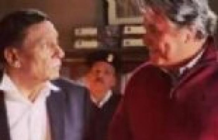 """الحلقة (21) من """"العراف"""": عادل إمام ينفي تعذيب ابنه له بالسجن"""