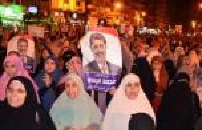 أنصار مرسي يتظاهرون أمام استاد جامعة المنصورة ردًا على قرار فض الاعتصامات