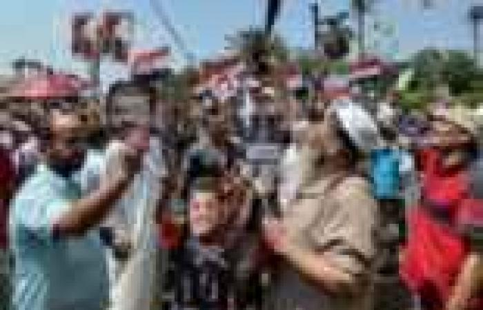 مئات الإخوان أمام مسجد حاتم لإطلاق مسيرات تأييد لمرسي في الإسكندرية