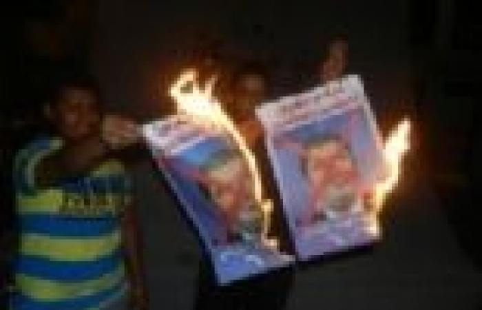"""الأهالي يرشقون """"الإخوان"""" بالحجارة أثناء تنظيمهم مظاهرات بالإسماعيلية"""