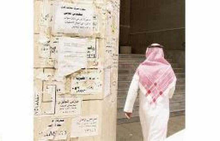 دعوات لمعاقبة المعلنين العشوائيين على الأبواب والجدران والمركبات