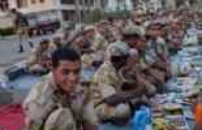 إفطار يضم الجيش والشرطة أمام سجن بورسعيد