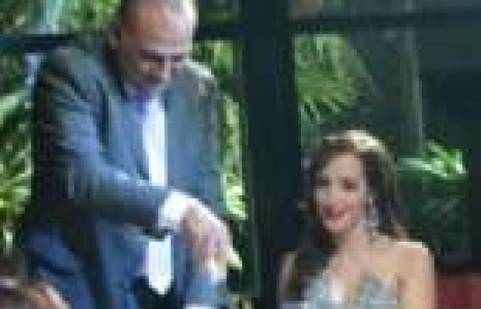 """الحلقة (24) من """"نقطة ضعف"""": """"شهاب"""" يخبر زوجته أنه متزوج """"سارة"""" في السر"""