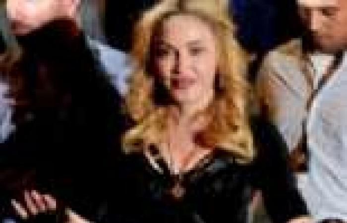 بالصور| مادونا تتألق بفستان أسود في روما