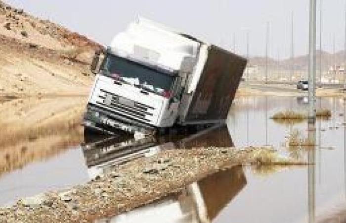 أمطار الساعتين تكشف عن سوء تصريف السيول في الأحياء