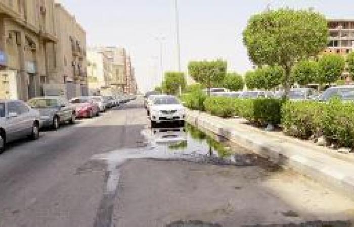 مياه الصرف تحبس أنفاس «الدخل المحدود» في الجبيل