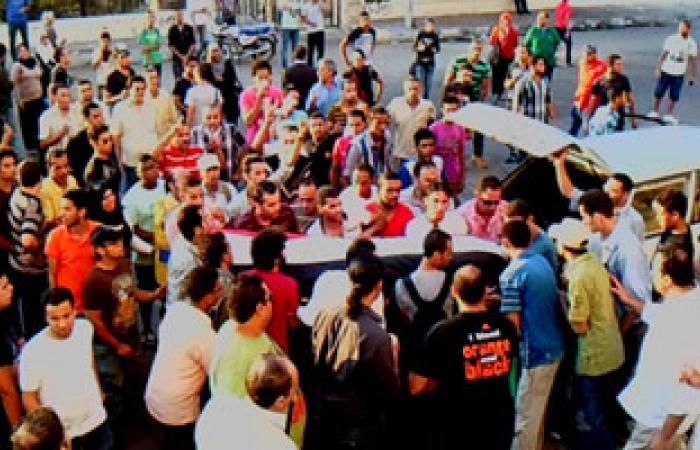 """""""إخوان سمنود"""" يشيعون جثمان أحد قتلى """"رابعة"""""""