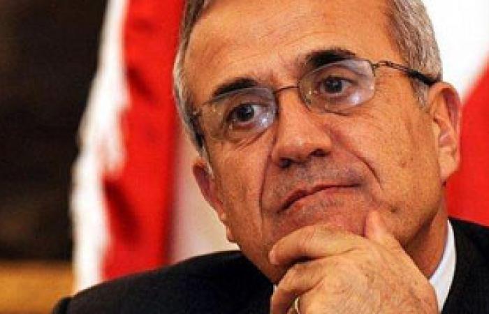 الرئيس اللبنانى يدعو لحوار وطنى وحكومة جامعة والالتزام بإعلان بعبدا