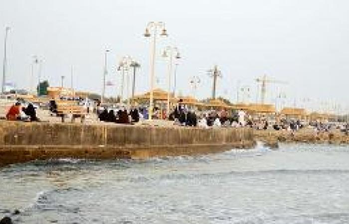 أهالي العروس يستبقون العام الدراسي بارتياد الكورنيش وأبحر