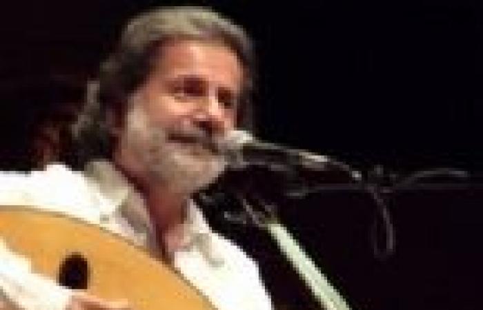 """مارسيل خليفة يغني لجمهوره على وقع """"انفجارات لبنان"""""""