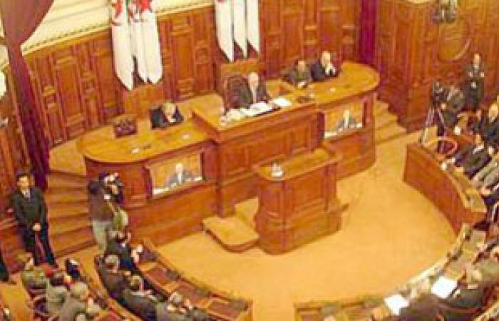 نواب من حزب جبهة التحرير الوطنى فى الجزائر يقاطعون اجتماع الغد