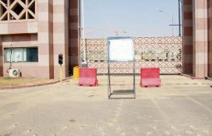 جامعة طيبة تغلق بوابتها الرئيسية
