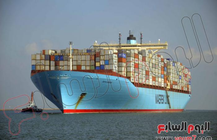 بالصور.. عبور 60 سفينة قناة السويس بحمولات 3.6 مليون طن