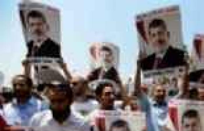 أنصار المعزول بالغردقة يغلقون ميدان السقالة ويتحرشون بالسيارات