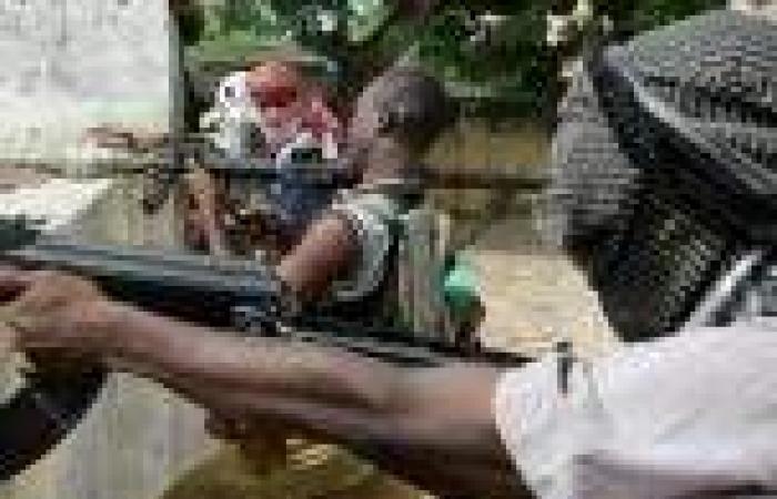 حركة الشباب الإسلامية تتبنى هجومي مقديشيو اللذين أسفرا عن مقتل 20 شخصًا
