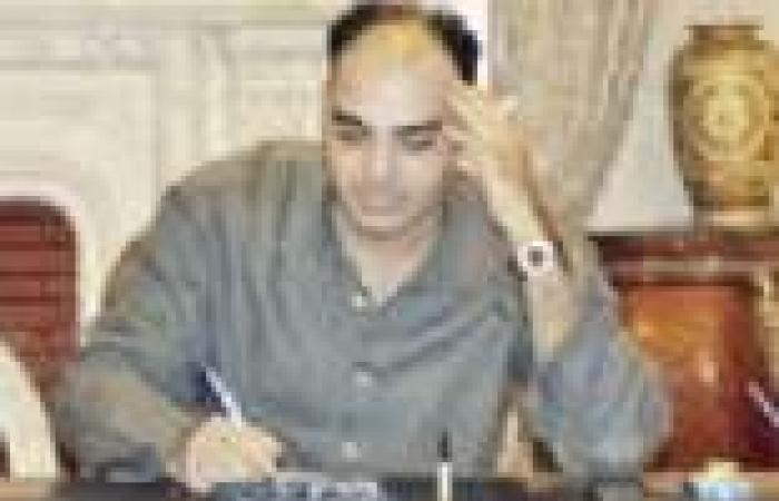 """""""مذيع وزير الداخلية"""" يظهر قميصه على الهواء لإثبات إنه ليس """"بيجاما"""""""