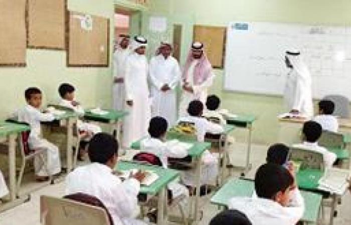 الزاحمي يتفقد سير التعليم بمجمع مدارس النهضة بالقنفذة