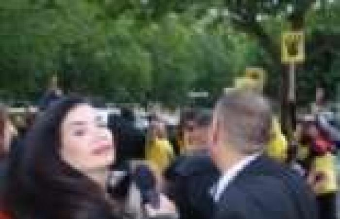 سيارة مصفحة وطاقم أمني لحماية مصور نايل سينما ووقفة احتجاجية للوفد المصري ترفع الأعلام المصرية