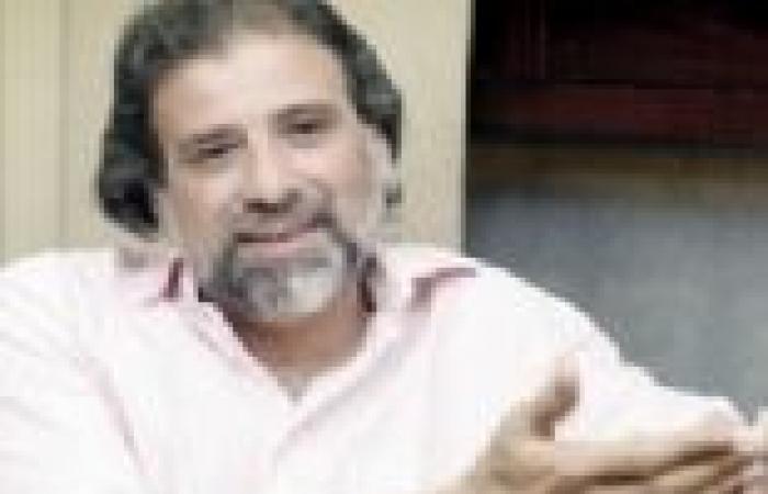خالد يوسف يذهب لاجتماع لجنة الخمسين برفقة حرس خاص