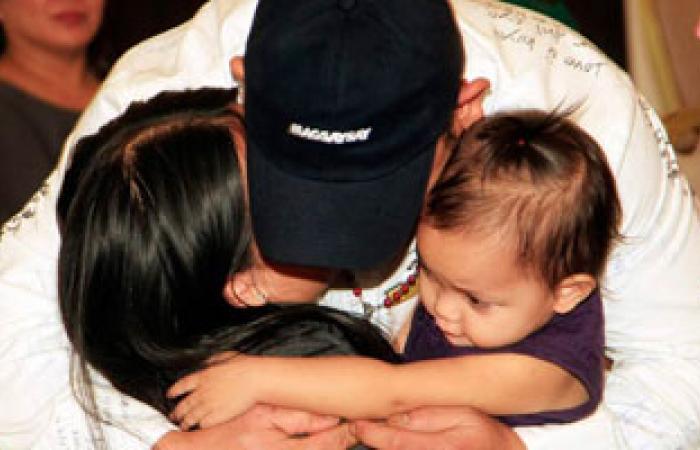 دراسة: صغر حجم خصية الرجل دليل على أنه أكثر عطفا وحنانا على أبنائه