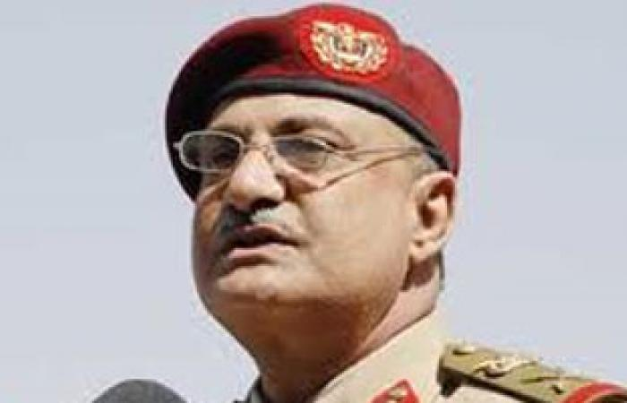وزير الدفاع اليمنى يتفقد قاعدة الديلمى الجوية