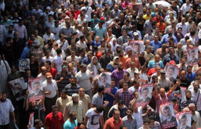 تجمع الإخوان أمام مسجد العزيز بالله بالزيتون