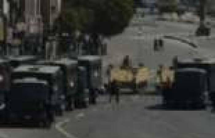 الأمن يسيطر على شارع التحرير بعد اشتباكات الإخوان والأهالي.. وتشكيل لجان شعبية والمحال تغلق أبوابها
