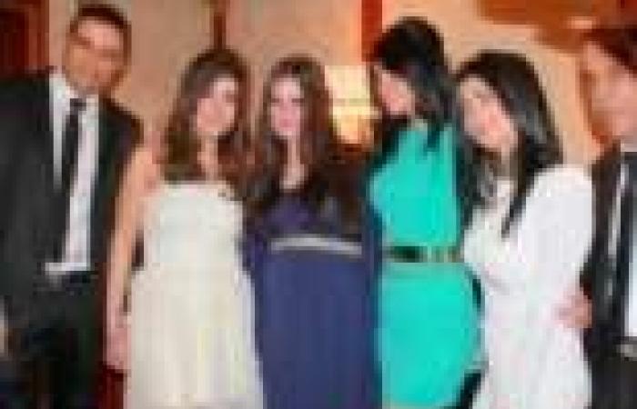 بالصور| نسرين إمام في أشهر الحمل الأخيرة أثناء حضورها حفل زفاف محمد نور