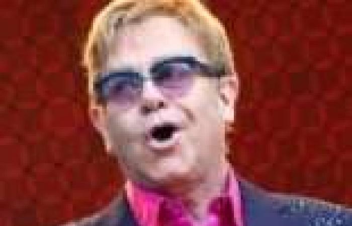 """إلتون جون يقدم عرضا غنائيا في حفل توزيع جوائز """"إيمي 2013"""""""