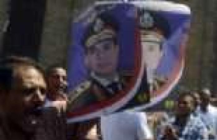 القائم بأعمال السفارة المصرية في الإكوادور يشرح للمسؤولين تطور الأحداث السياسية