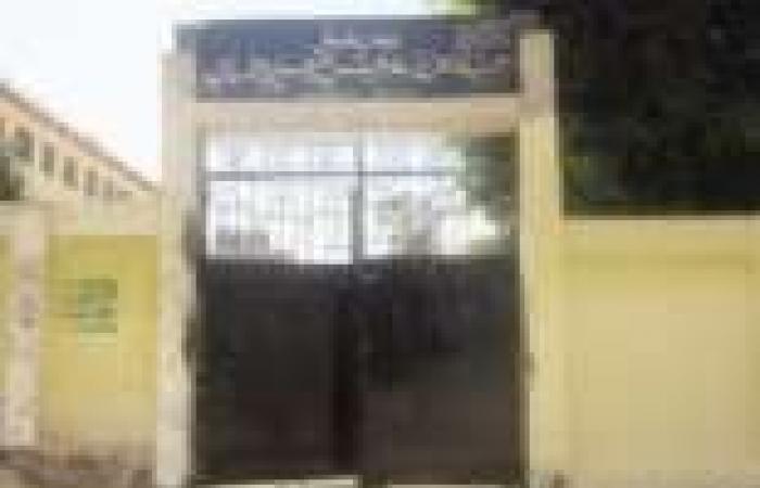 اهالى قرية بكفرالشيخ يغلقون مدرسة بالجنازير اعتراضا على عدم جاهزيتها