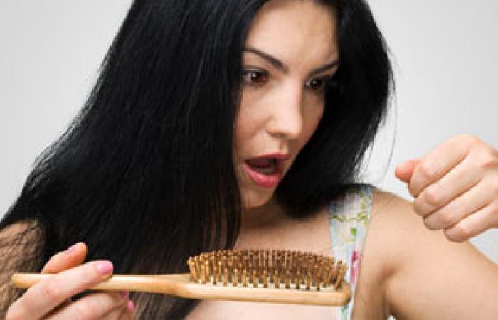 طبيب تغذية: سوء التغذية والتدخين واضطرابات النوم تؤدى إلى تساقط الشعر