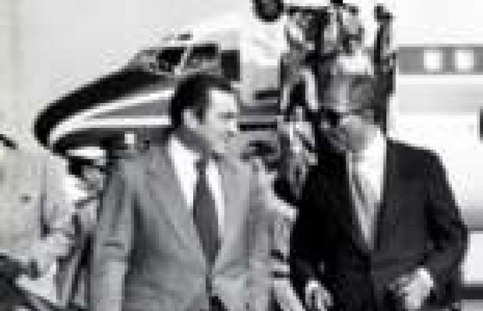 القصة الكاملة لمذكرات «مبارك» فى حرب أكتوبر «السادات» أوصى بها.. ونائبه أملاها فى 1978
