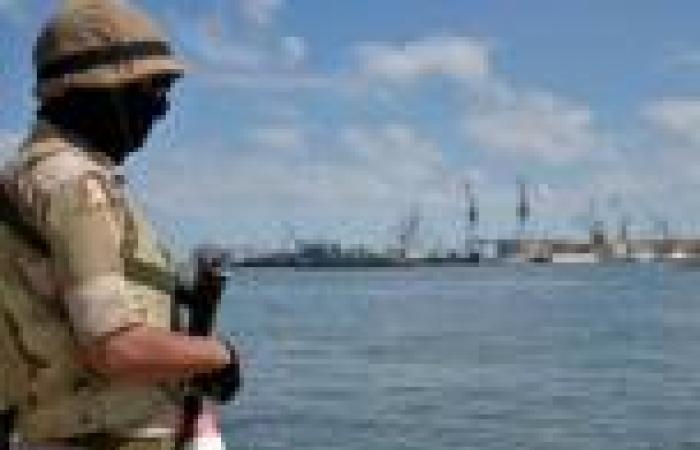 بالصور.. قوات الجيش تُؤَمّن المجرى الملاحي لقناة السويس