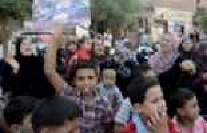"""انطلاق مسيرة لمؤيدي الجيش بمنطقة """"عرب الوالدة"""" في حلوان"""