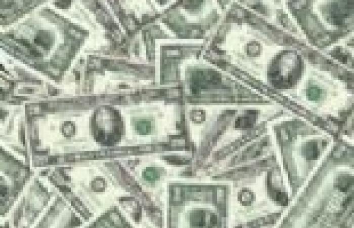 الدولار يهبط لأدنى مستوى في 7 أشهر ونصف مقابل الفرنك السويسري