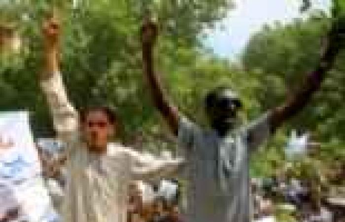 استخدام الغازات المسيلة للدموع لتفريق آلاف المتظاهرين في السودان