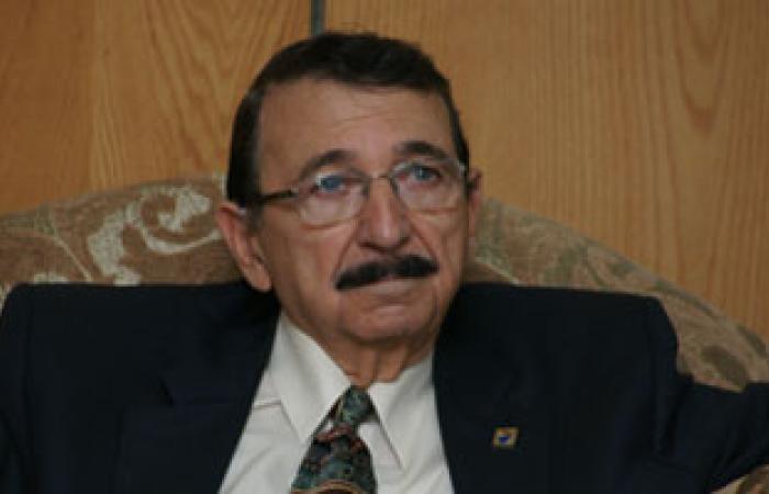 """مصطفى السيد يطالب """"الصحة"""" ببدء تجربة علاج السرطان بـ""""الذهب"""""""