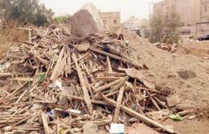 مخلفات البناء شرارة لاندلاع الحرائق في «الشرائع»